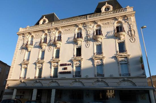 Hotel des Bourbons: La façade de l'hôtel