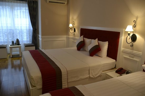 Calypso Suites Hotel: comfortable bed