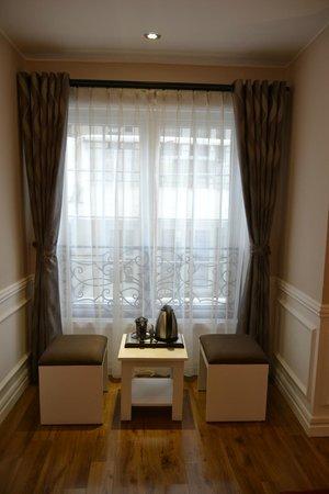 Calypso Suites Hotel: street view