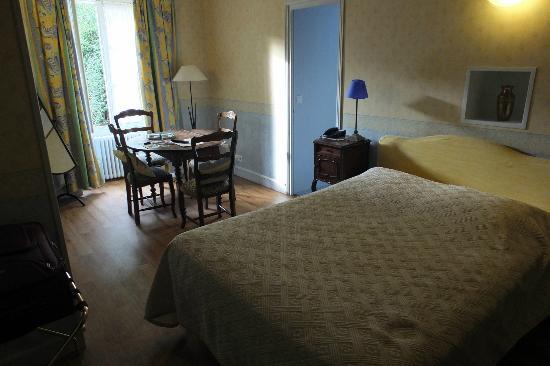 Logis Manoir de la Giraudiere: un aspect de la chambre