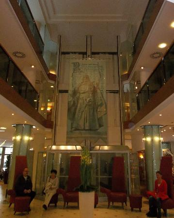 Mercure Budapest Korona Hotel: Hotel foyer