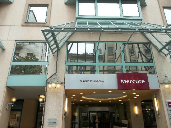 Mercure Budapest Korona Hotel: Outside of hotel