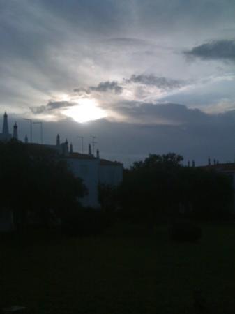 Vila Senhora da Rocha: Puesta de sol en el interior del Complejo