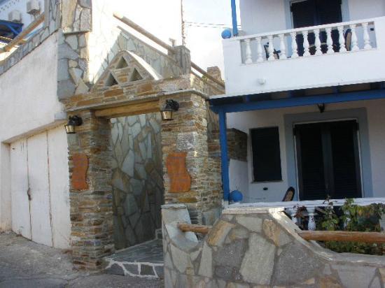 Anemos Studios: esterno hotel