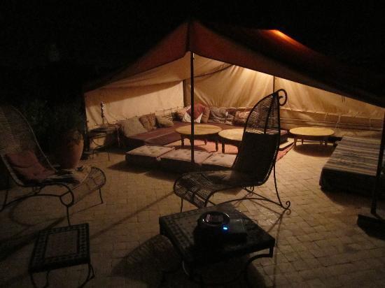 Douarskoll: La terrasse la nuit