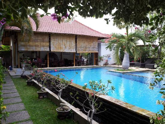Villa Jaya: pool+restaurant