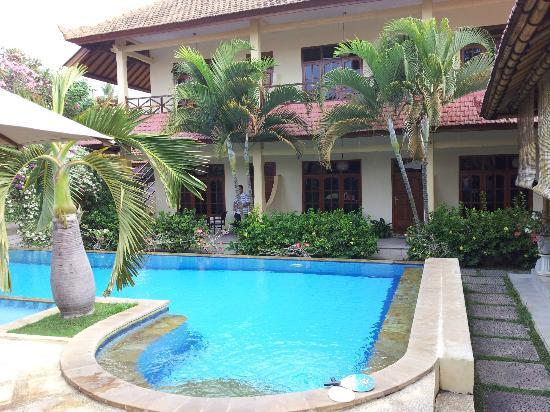Villa Jaya: poolside