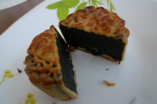 Black sesame mini mooncake