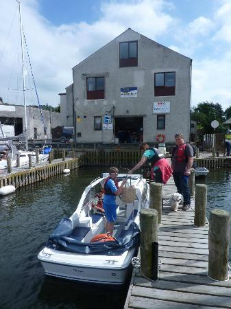 Bowness-on-Windermere, UK: Boat docking