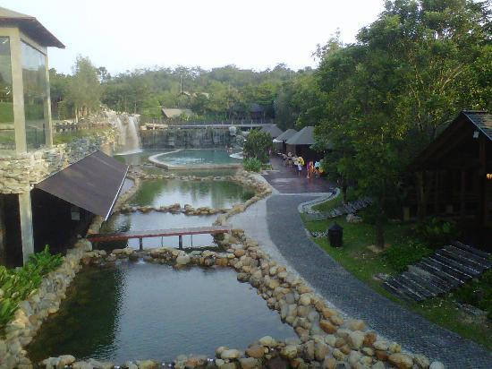 Philea Resort & Spa: view of the pool from the bridge 
