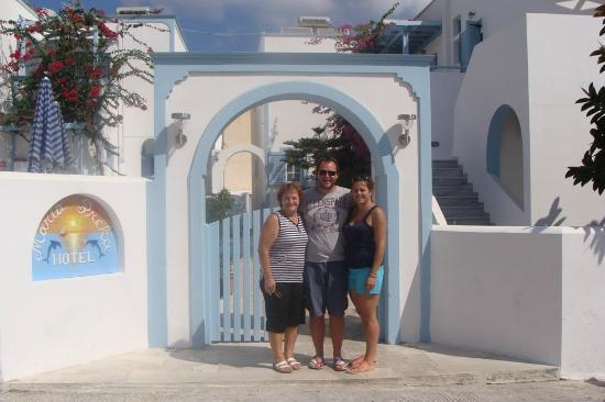 Hotel Maria Preka: Us with hotel owner in front of the hotel