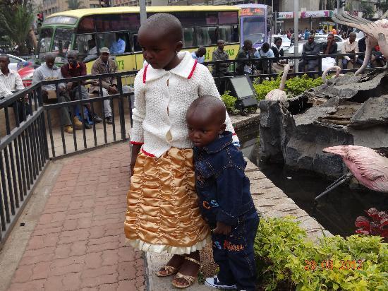 Tom Mboya Statue : kids