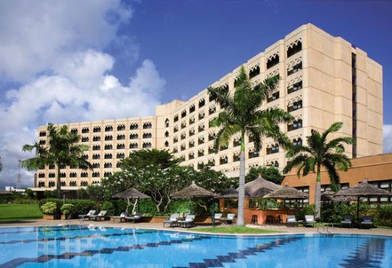 Dar es Salaam Serena Hotel: exterior and lobby