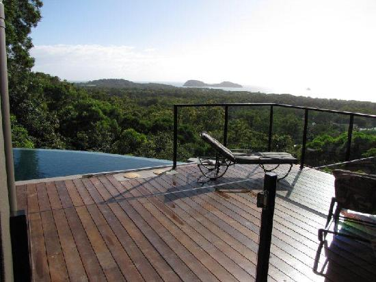Warrawong Lodge: pool looking to Double Island