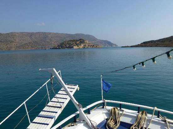 Boat Day Trips Spinalonga: approaching the island
