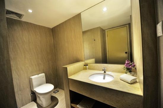 Rocana Hotel Kuantan : Very nice bathroom