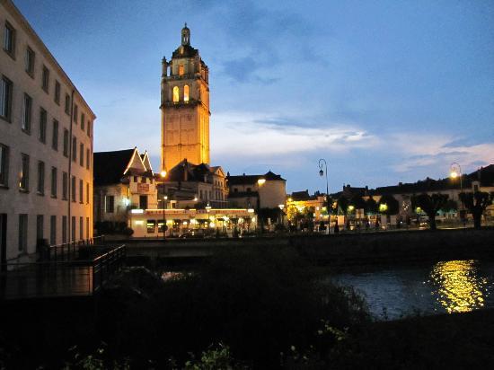 Pierre & Vacances Residence Le Moulin des Cordeliers: Vue de la terrasse le soir