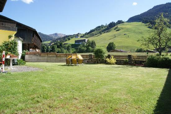 Pension Penhab: Summer view of the Garden