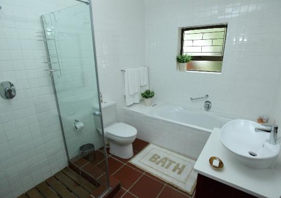 Hazelwood House: Sugarbush Main Bathroom