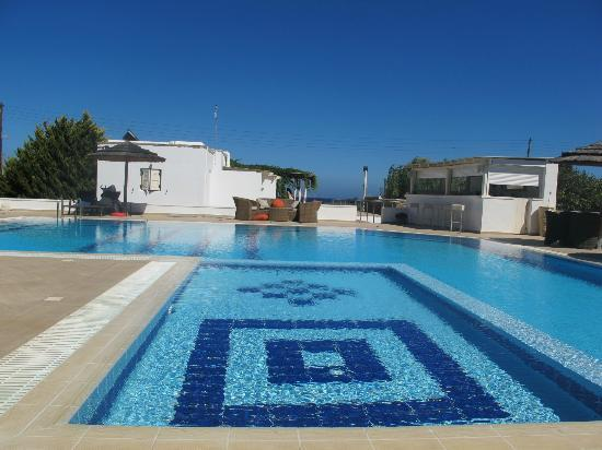 Ostria Inn: view of the borderless pool