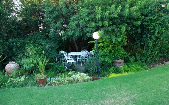 Hazelwood House: Garden