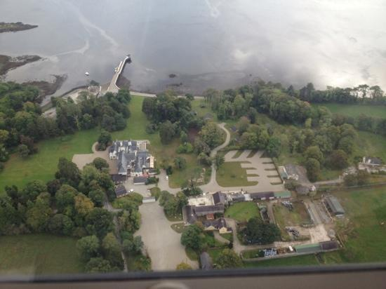 Park Hotel Kenmare: dromquinna from the air
