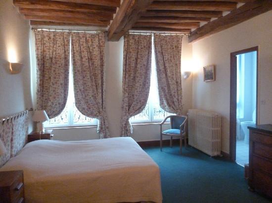 Hotel restaurant la chaine d 39 or le petit andely 27 rue for Chaine hotel restaurant