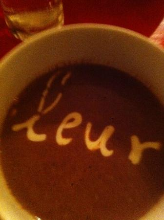 Petite Fleur Chalandri : Hot Chocolate