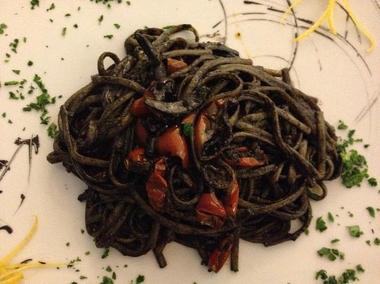 Lenguine al nero di seppia foto di ristorante corallo - Ristorante corallo santa maria al bagno ...