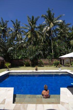 Yuli's Homestay: swimming pool