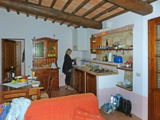 Agrituristica La Canonica: Küchenecke des Wohnraums