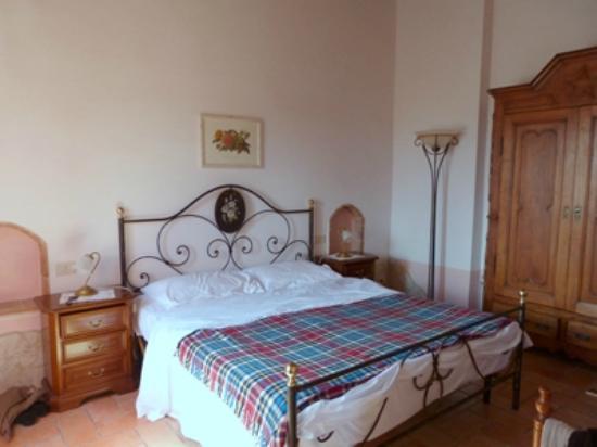 Agrituristica La Canonica: Schlafzimmer