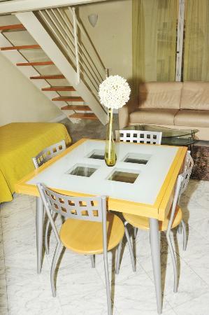 Residence Cavour: Mimosa, salotto, pranzo