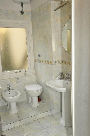 Residence Cavour: Ciclamino, bagno