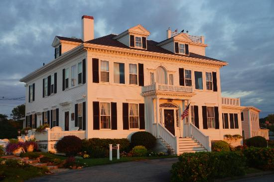 Ocean House Hotel at Bass Rocks: Stacy house in the glow of sunrise
