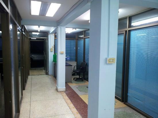 Shadow Inn: TV room