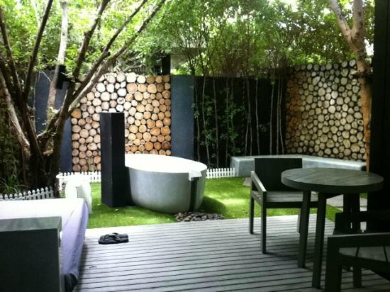 Cher Resort: Private Garden in Blissfully Green Villa