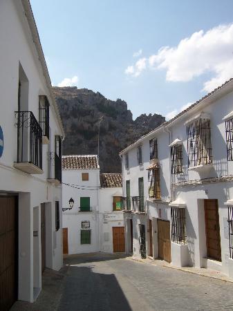 Hotel Zuhayra: Calle de Zuheros