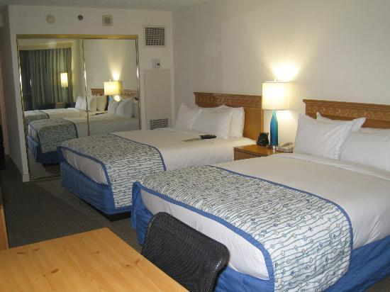 Doubletree By Hilton at the Entrance to Universal Orlando: 2 Queen size beds, can sleep 4