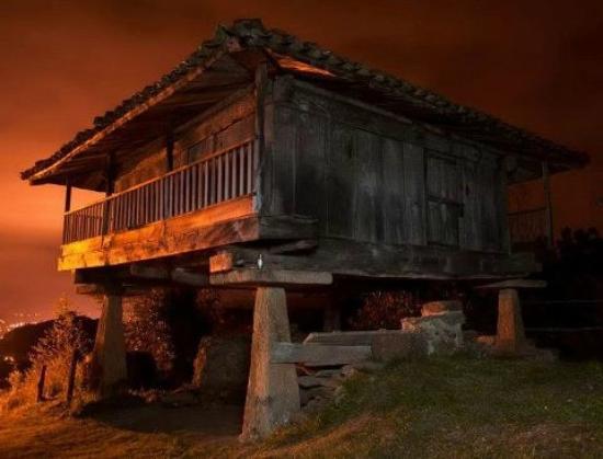 Casa La Paredana : Horreo, granero tradicional asturiano.