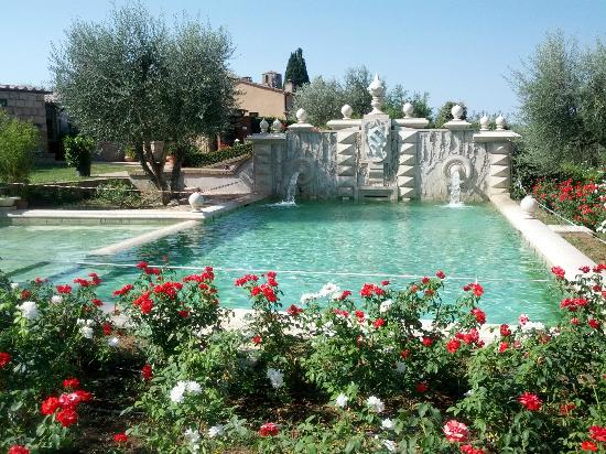 Sovana Hotel And Resort