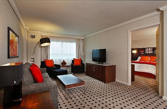 Radisson Plaza Hotel At Kalamazoo Center King Manhattan Suite