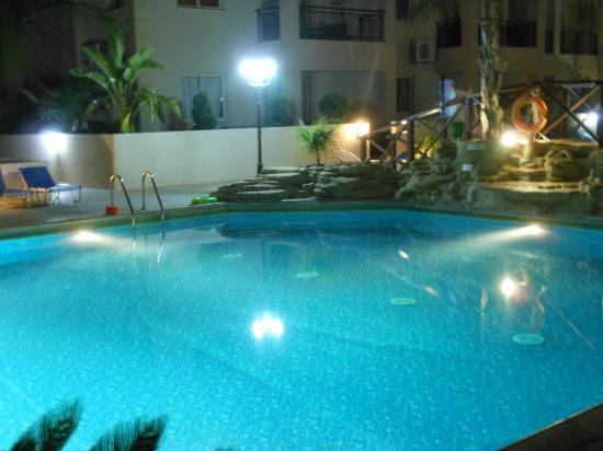 Royal Seacrest Apartments: pool area
