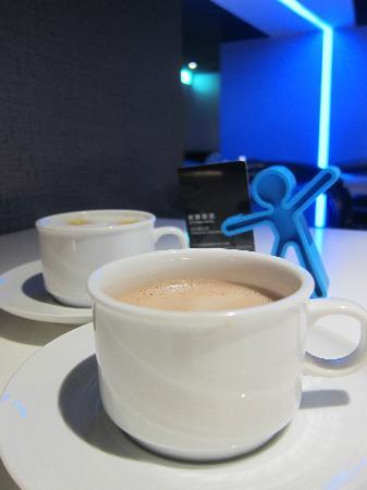 CityInn Hotel Plus - Taichung Station Branch : 早餐咖啡的選擇很多~還有熱巧克力牛奶