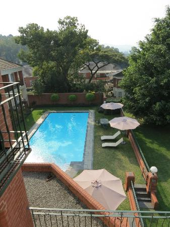 Redlands Hotel and Lodge: View from Premier suite 11 of the pool