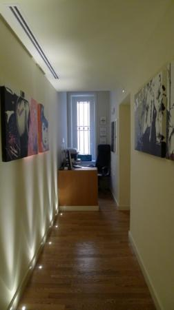 Rome Armony Suites: mini lobby and office