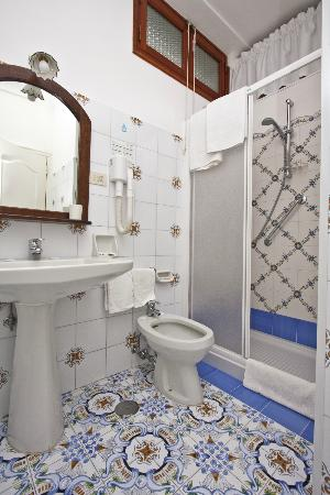 Mediterraneo: Bathroom