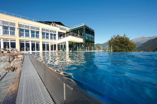 Ferienhotel Fernblick: Der neue Panorama Skypool und das Badehus auf einen Blick