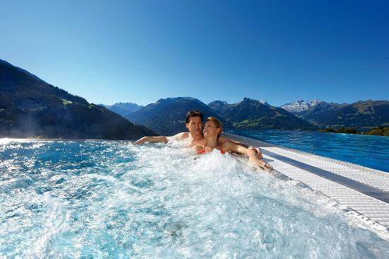 Ferienhotel Fernblick: Ganzjährig entspannen im neuen Whirlpool