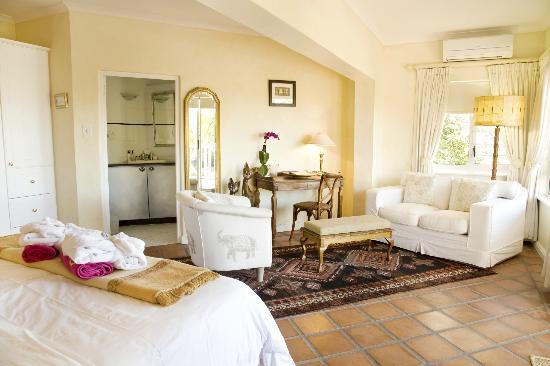 Berrydel Gourmet Guest House: White suite